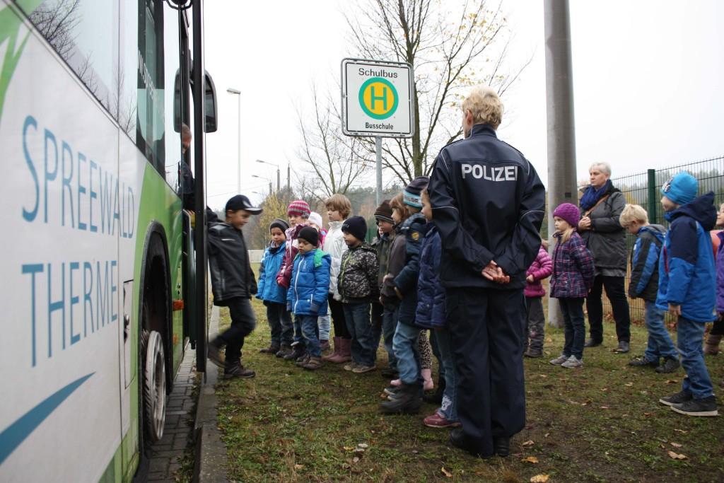 220916_pm_busschule_sicher_aussteigen